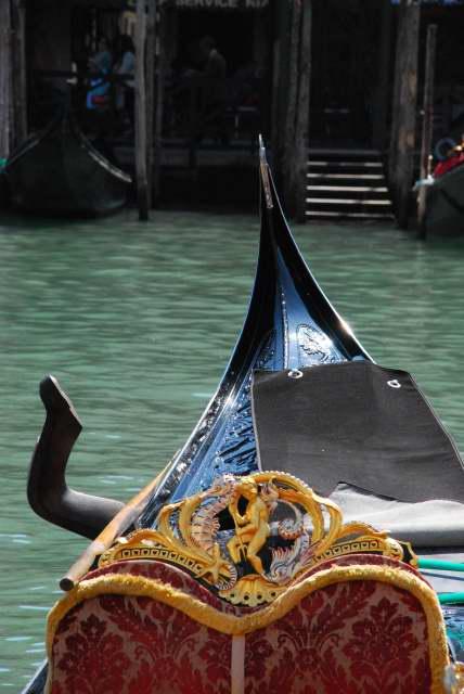 Visit Venice-gondola-con-amorino_01