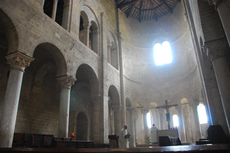 Navata e altare di San'Antimo