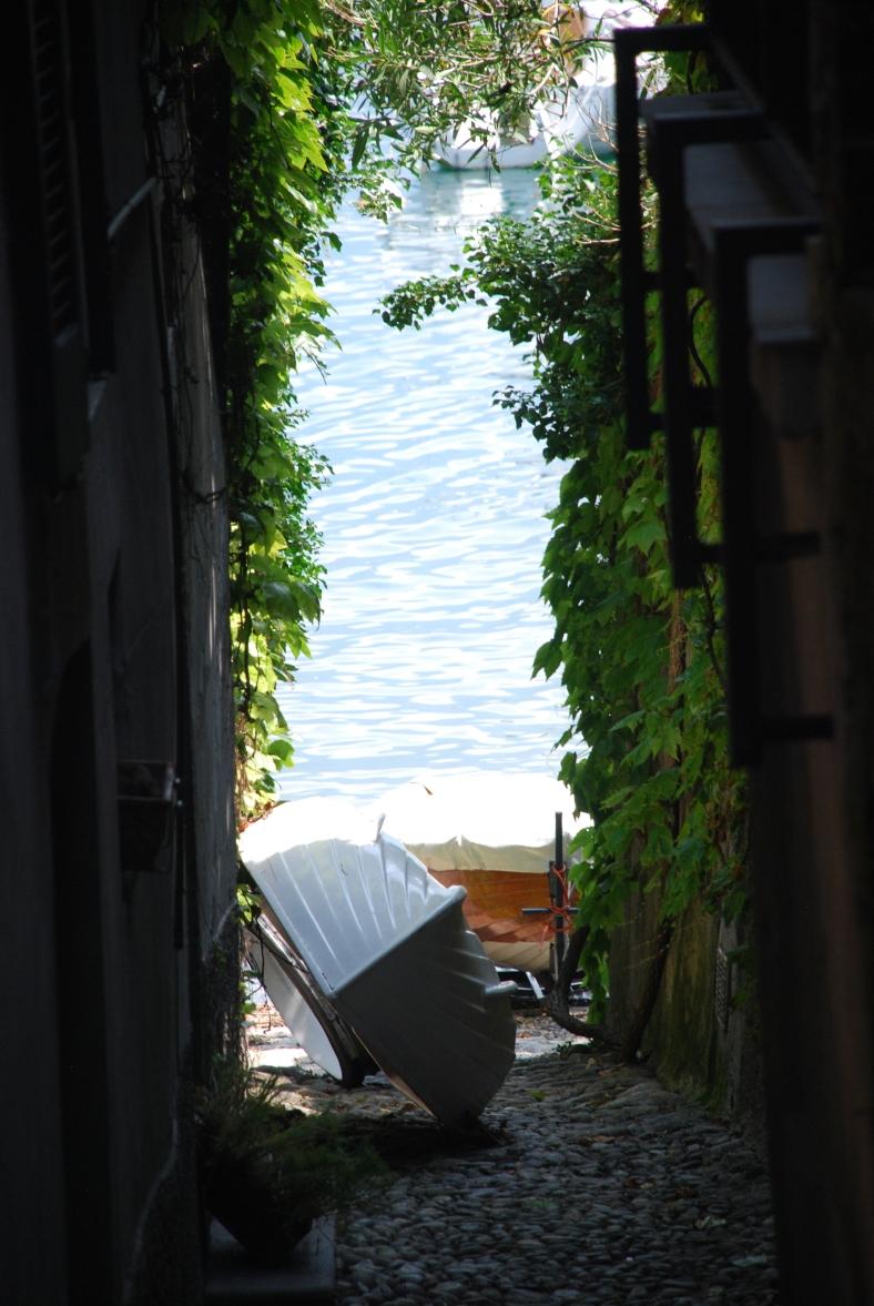 Bellagio_Pescallo_lane with a boat