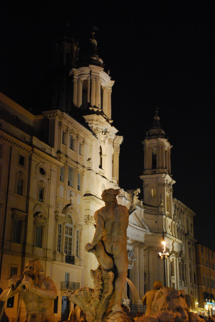 Visit Rome_night _ Piazza Navona_ Fontana del Moro e sat'Agnese in Agone_01