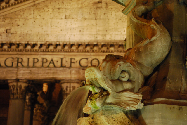 Visit Rome_night_Dolphin and Pantheon_01