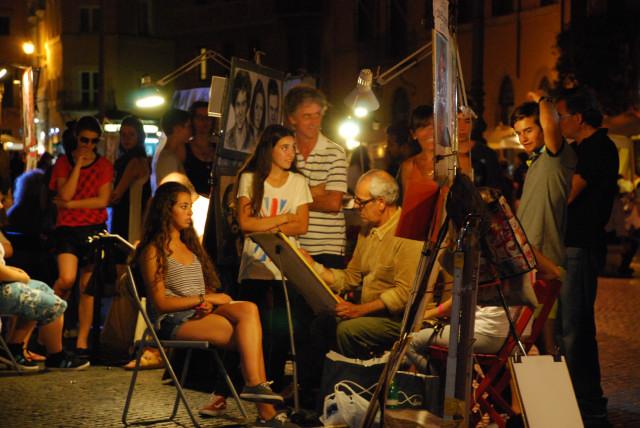 Visit Rome_night_Piazza Navona_Painters 1_01