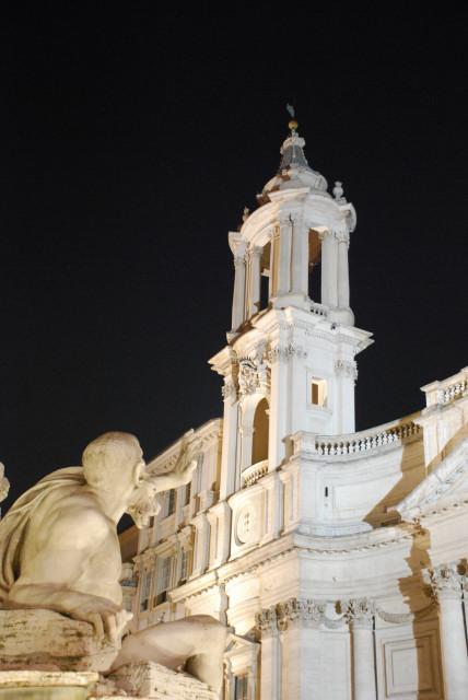 Visit Rome_night_PiazzaNavona_Fontana dei quattro fiumi e sant'agnese_01