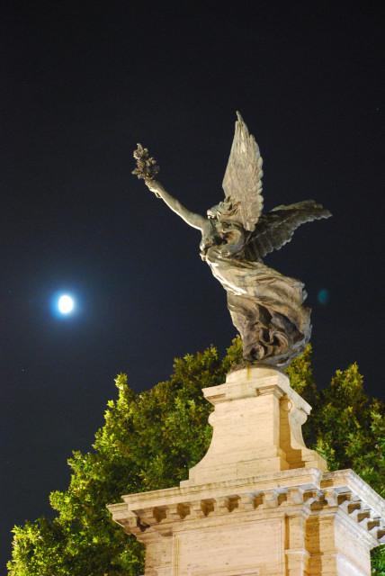 Visit Rome_Rome_night - Victory on ponte Vittorio_01