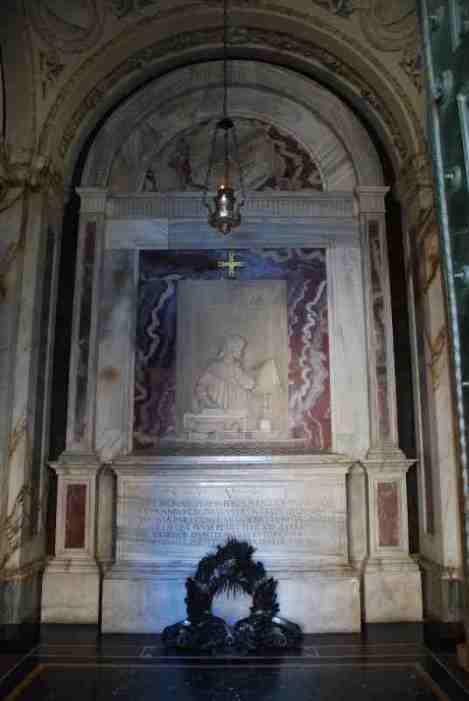 - visit-ravenna_dantes-tomb-2