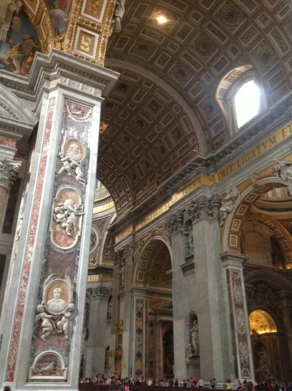 St Peters (navata)