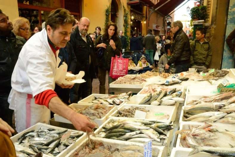 Visit Bologna_Via delle Drapperie Market 6