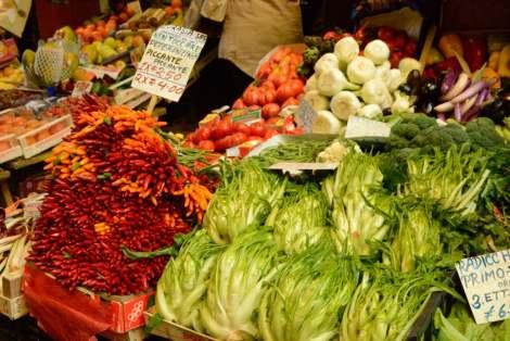 Visit Bologna_Via delle Drapperie Market 7