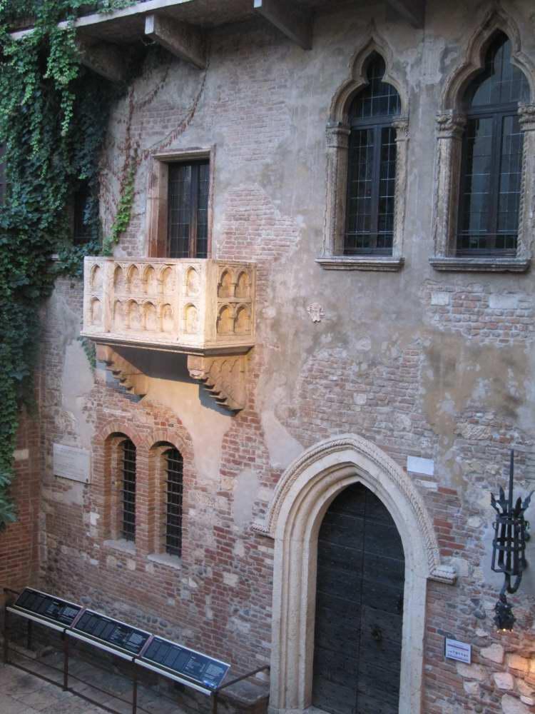 Delightfullyitaly_romantic italy_Verona 17_01