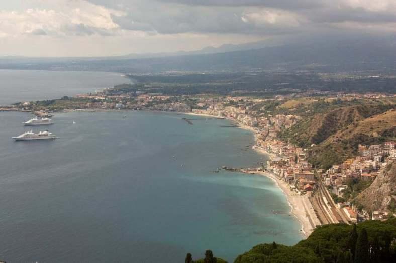 www.delightfullyitaly.com_Taormina_