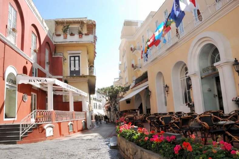 www.delightfullyitaly.com-Capri_Faraglioni walking tour_17