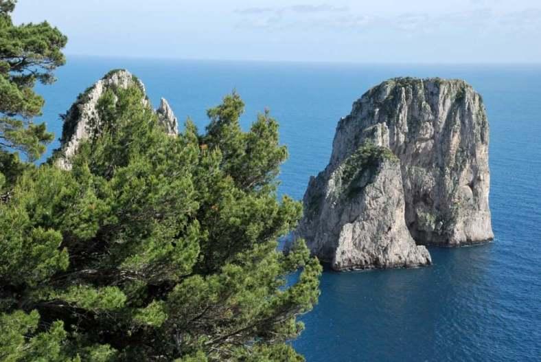 www.delightfullyitaly.com-Capri_Faraglioni walking tour_25
