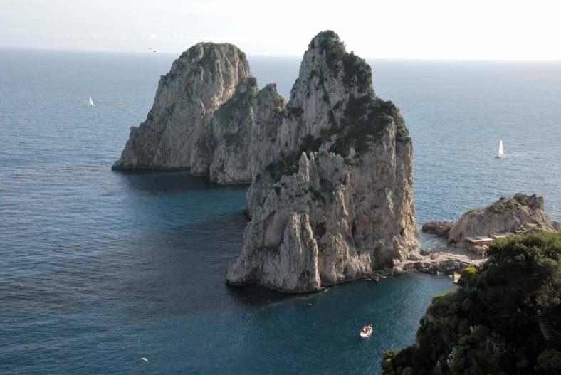 www.delightfullyitaly.com-Capri_Faraglioni walking tour_30