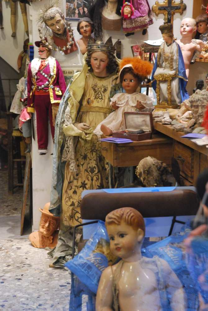 Delightfullyitaly.com_San Gregorio Armeno_005