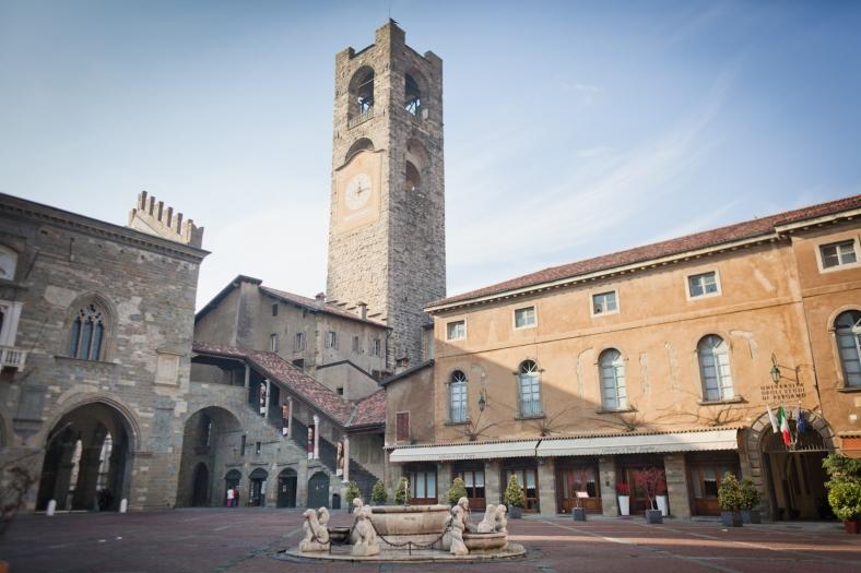 www.delightfullyitaly.com_piazza vecchia