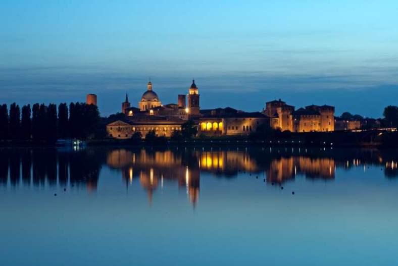 www.delightfullyitaly.com_Mantova-Micio lake